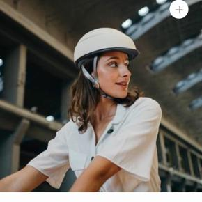 This foldable helmet will reduces it size by 50% so you can put in your bag whilst not cycling Winner of the Red Dot Design Award 2015 and part of the MOMA collection in New York Comes in 3 sizes Very lightweight: 300g Certified  Europe EN1078 / America and Canada: CPSC All Closca Fuga Helmets include the Grey Visor. You may choose other visors as well liners