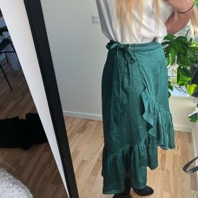 🌸🌸 nederdel fra Vero Moda str. S 🌸🌸  Befinder sig i Aalborg C.  Kan sendes med DAO for 38 kr.