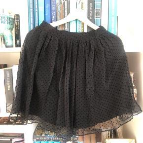 Silke nederdel fra ANINE Bing - går til midt på låret  Kan afhentes i København eller sendes med DAO (på købers regning) ⭐️