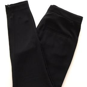 Malene Birger bukser i str 36. Fremstår næsten som ny.  Kan afhentes i Ørestad eller sendes på købers regning.
