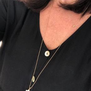 Stor smuk barok perle med Zirkon vedhæng.  Laves i kæde efter længde ønske.   Pris 300.-   Perlen måler mellem 26-28 x 16-18mm  varierer da ingen perler er helt ens   Fragtfri ved handle over 400.-