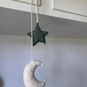 Sødt ophæng med hør måne og stjerne.