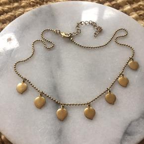 Virkelig fin halskæde fra pilgrim. Godt gammel - men fin stand. Kan sendes med post nord til 10kr. Ved køb af flere ting sælges til en samlet (billigere) pris.