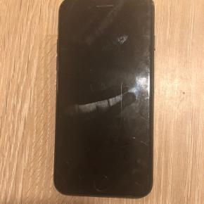 To årig iPhone 7. Fungere som den skal, men med brugsspor