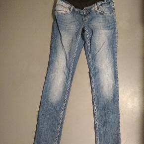 Ventetøj. Jeans. Fejler ikke noget, i rigtig fin tilstand. Str.27, passer til S/M.