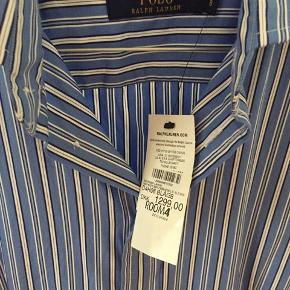 Smuk skjorte/kjole. Stadig med prismærke. Ved køb af flere ting sælges til en samlet (billigere) pris.