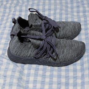 Helt nye sko - aldrig brugt.