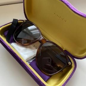 Helt nye Gucci solbriller. Fået i gave og har derfor alt undtaget kvittering! Fejler ingenting.  Sælges blot grundet jeg ikke får dem brugt..  byd gerne 🌼