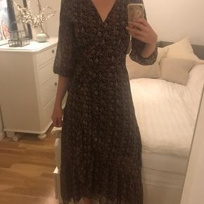 Smuk kjole / Slåom kjole evt til Nytårskjole
