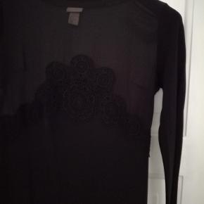 H&M trend kjole med mesh og blondedetaljer. Midi længde. Str. 36. Aldrig brugt. NP: 450, MP: 70
