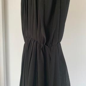 Plisseret kjole fra monki i str s. BYD gerne.   #30dayssellout