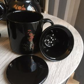 Antikt, Unikt Te-stel 🌸 Funktionel, men tegn på slid. Fire kopper, sukkerskål, flødekande, kande og stor kop. Sælges samlet.