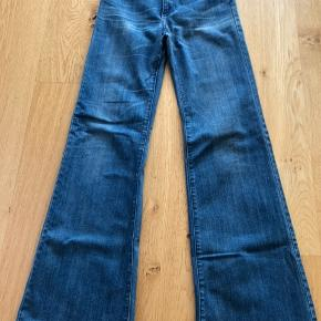 Fede kassebukser fra acne. Str. 28/34. Bukserne er kun brugt få gange men har slid nederst da de har været lange til mig.
