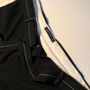 Skønne bukser fra zara, som kan bindes ved livet, mangler nyt hjem.🖤