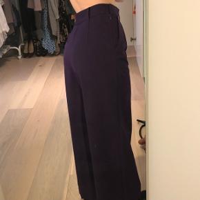 Lilla / aubergine farvede vidde bukser fra ASOS i str. 38. De er aldrig brugt da de desværre er for store til mig.