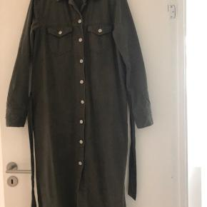 Model: Elmira dress Denim kvalitet i Army grøn Brugt 1 gang, så som ny