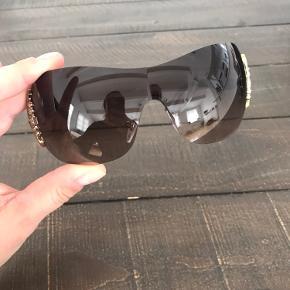 Fede solbriller fra Bvlgari. Aldrig brugt og stadig i original æske mm. Ægthedsbevis medfølger