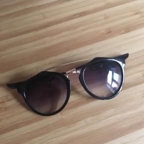 Solbriller  -fast pris -køb 4 annoncer og den billigste er gratis - kan afhentes på Mimersgade 111 - sender gerne hvis du betaler Porto - mødes ikke andre steder - bytter ikke