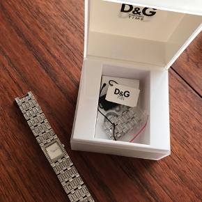 Super fint ur fra D&G. Der mangler en lille sten i et af ledene, men der er ekstra led med, så det kan blot skiftes.   Bytter ikke :-)