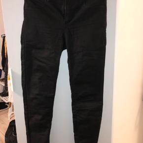 Helt nye sorte jeans. Mid waist