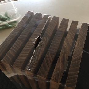 Knivblok aldrig brugt - 26 x 13 x 13 cm  Valnød