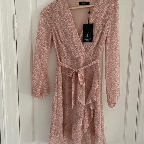 Så fin kjole, lige det mindste til mig! Aldrig brugt 250 pp Sender gerne Bytter KUN til samme kjole i str S❤️