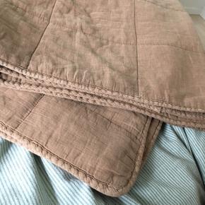 Flot rustfarvet tæppe fra Ib Laursen. Det måler ca. 130x175