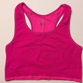 Flot pink sportstop  str. 12-14 år fra H&M sælges. Den har aldrig været brugt. Jeg sender gerne ved betaling med MobilePay-  Porto DAO eller GLS 35 kr. se også mine andre annoncer, da jeg sælger ud af tøj i str. S og XS.