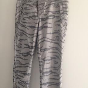 Jeans, PULZ, str. 38  Carly skinny buks Fede Pulz bukser med mønster og stræk. 71% bomuld 26% polyester 3% elastan