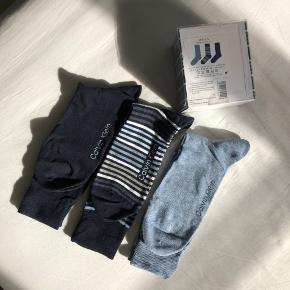 Calvin Klein 3-pak strømper til mænd i størrelse EUR 40-46 (dvs one size).  Aldrig brugt, stadig i original emballage :)