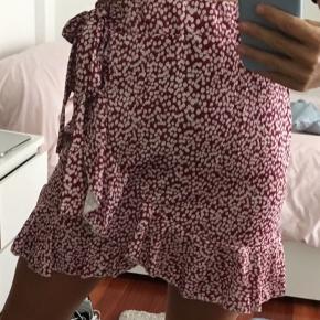 Sælger denne Helt nye nederdel, passer både S og M. Kun prøvet på 💕