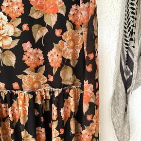 Fin kjole, super blød, falder pænt 😊
