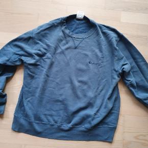 Vintage Champion sweater  STR. L, fitter mellem normal M-L Super unik blå farve Købt i Tokyo, Japan Brugt men stadig i meget god stand, ingen mangler