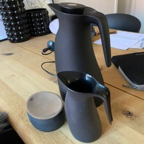 Ubrugt kaffesæt fra Georg Jensen. Kun stået i skabet. Har lidt mærker, da sættet har været pakke ned uden original emballage.