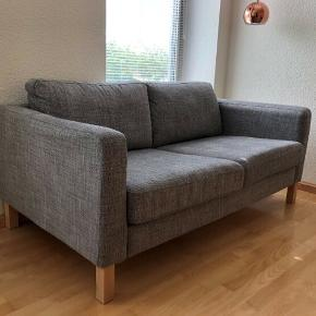 IKEA-sofa. God stand. Puder følger med. Fra ikke-ryger hjem uden kæledyr.   B: 165 cm H: 64 cm D: 90 cm