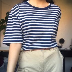 Vintage stribet Ralph Lauren tee. Jeg har brugt den oversize - jeg er str. Xs og den passer mig som vist på billedet.