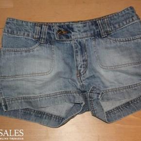 Brand: H&M Rocky Varetype: Fede shorts Farve: Denim< Oprindelig købspris: 400 kr.  Giver mængderabat