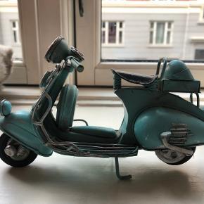 Motorcykel i mini til hjemmet. 10 cm. Farve turkis