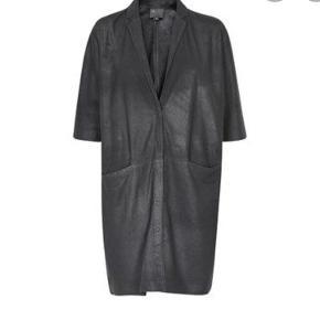 Lækker frakke, med 3/4 ærmer