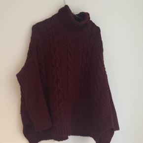 Bordeaux rullekrave sweater fra Zara  Kan sendes med DAO for 37 kr eller afhentes på Nørrebro.  Skriv endelig med spørgsmål eller BYD :)