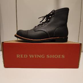 Red Wing 8084 us9 euro 42  Ikonisk støvle fra Amerikanske Red Wing, håndlavede støvler i høj kvalitet.  Prisen er fast