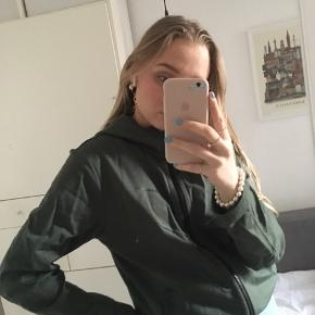 Sælger mørkegrøn Nike tech fleece hoodie med lynlås Kun brugt få gange  Mødes i Kbh eller sender gennem Trendsales   #30dayssellout