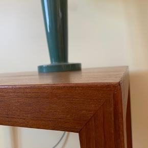 Verdens fineste sidebord/sofabord af Severin Hansen. Dette bord er en klassiker!  Mål: 67 x 45 x 48 cm (L x B x H)