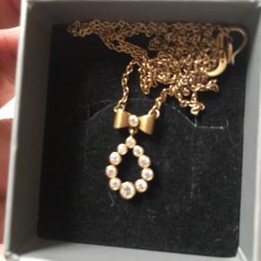 Smuk og fin halskæde fra izabel Camille