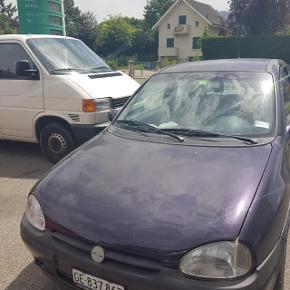 Opel corsa 1.4 121'000km manuelle, roule correctement à vendre en l'état, 1997. Super occaz 400.-RAir conditionné! (Clim)