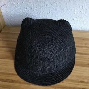 H&m solhat med øre str 110/116   -fast pris -køb 4 annoncer og den billigste er gratis - kan afhentes på Mimersgade 111 - sender gerne hvis du betaler Porto - mødes ikke andre steder - bytter ikke