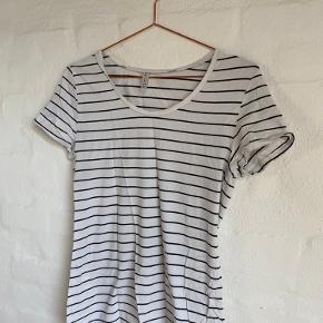 hvid/sort stribet t-shirt fra H&M (sælges fordi jeg rydder ud i den stribede del af garderoben 😉)