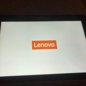 Lenovo Tablet med 32GB sd kort og flip cover, meget få overflade skrammer og ikke brugt meget. Ca. 2 år gammel.