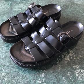 Sorte sandaler fra Vagabond i str 37.