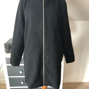 Lækker jakke, brugt max. 5 gange. Bytter ikke.  Og prisen er fast!